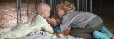 Liebevolle Geschwister