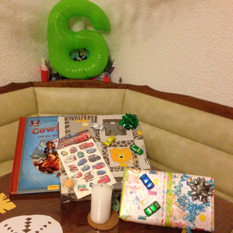 Geschenke zum 6. Geburtstag des Kuschelbärs