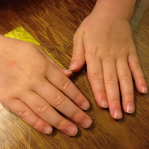 Kuschelzarte Hände – Wellness für Mama und Kind