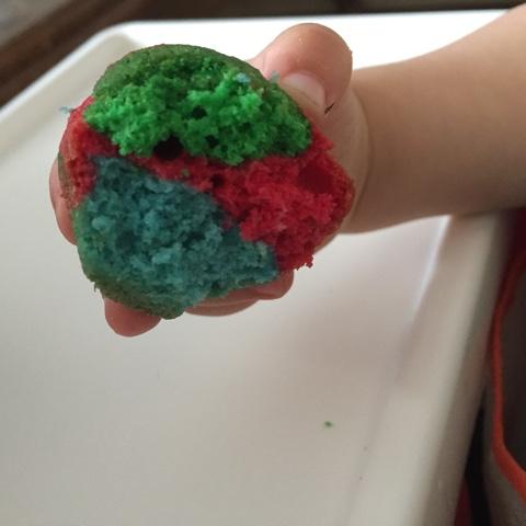 Bunte Minimuffins zum Kindergeburtstag