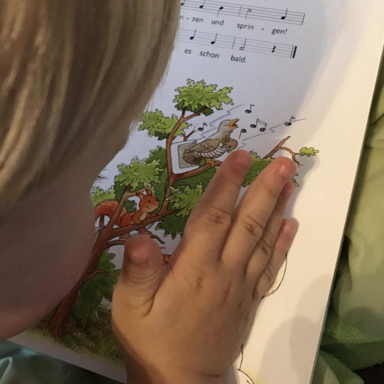 6 Gründe, warum ihr mit euren Kindern Gedichte und Lieder lernen solltet