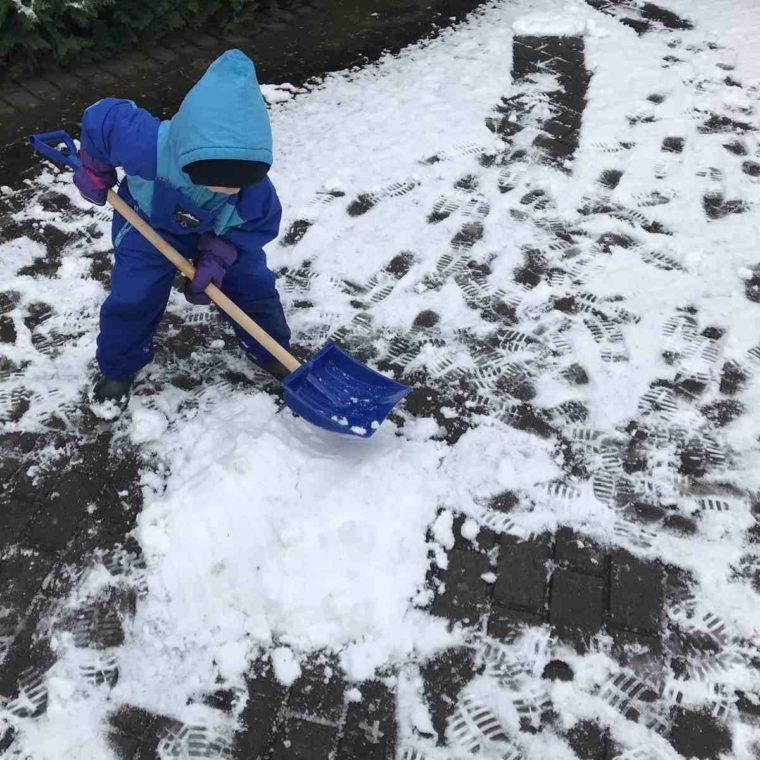 Fährtenleser im Schnee