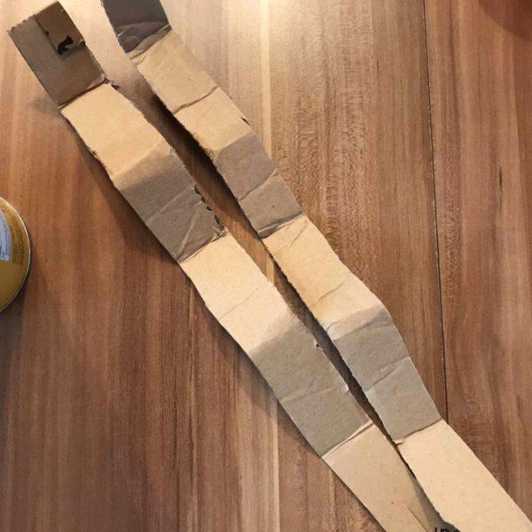 Pappstreifen schneiden