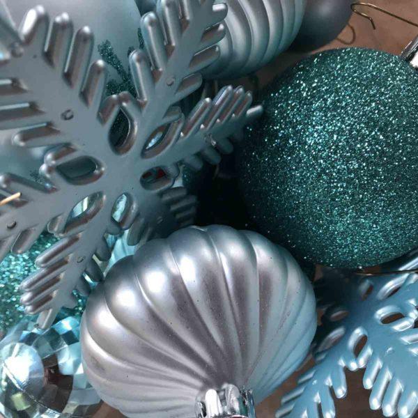 Weihnachtsbaumschmuck in Türkis