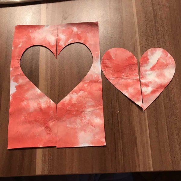 Karte für Valentinstag - ausgeschnittenes Herz