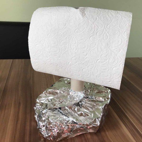 Schwimmfähiges Floß aus Toilettenpapierrollen