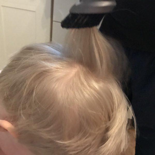 Haar absaugen nach dem Schneiden