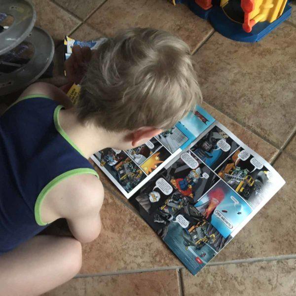 Kind liest Comics