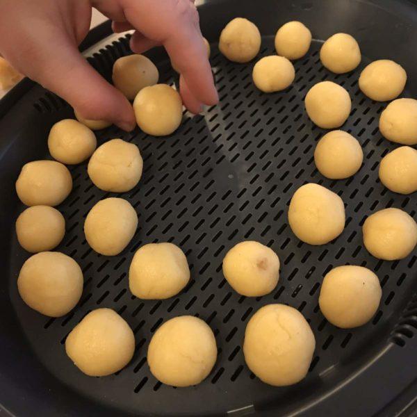 Käsebällchen vorbereiten