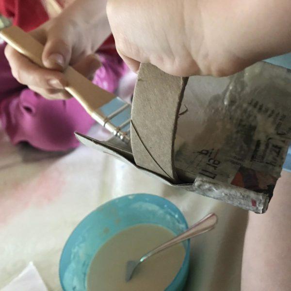 Kinder basteln mit Pappmache
