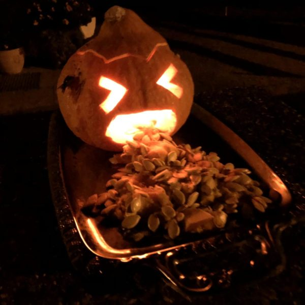 Halloween brechender Kürbis