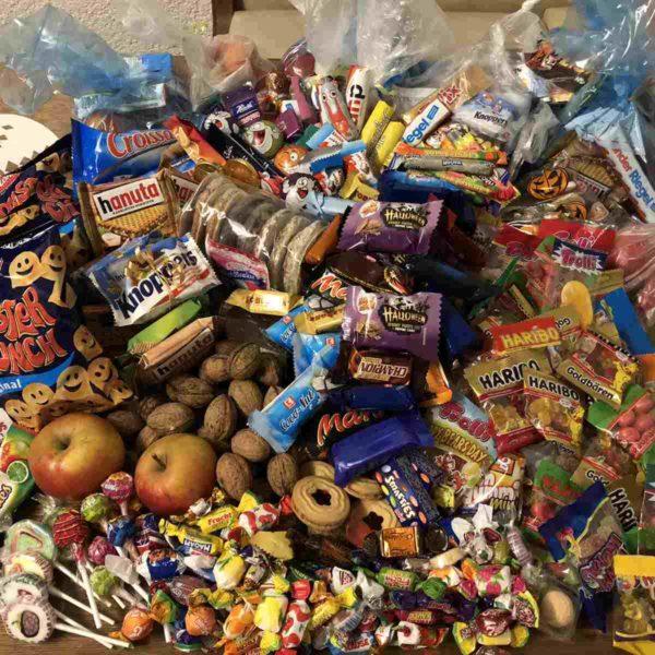 Halloween enorme Süßigkeitenausbeute