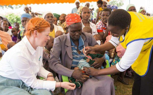 Pampers für UNICEF - Baby wird gegen Tetanus geimpft