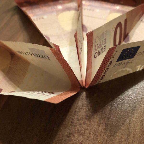 Geldgeschenk Torte zusammenkleben
