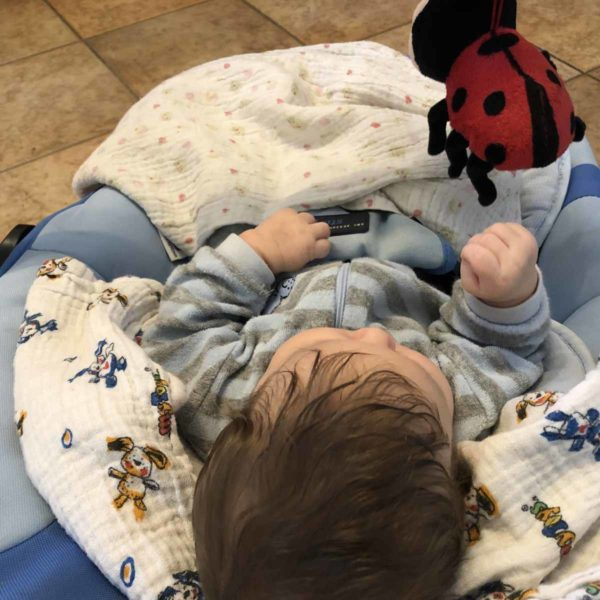 Entwicklung Baby mit drei Monaten Haare und Haarfarbe